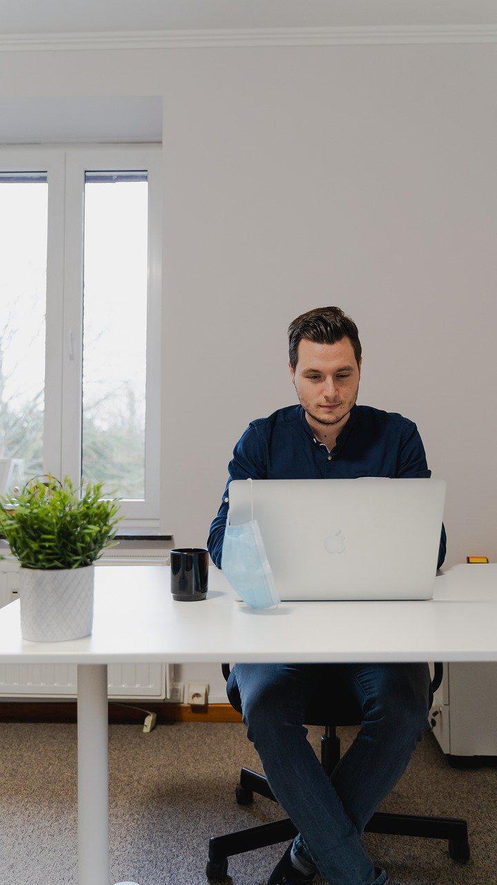 """《應用心理學雜誌》:研究稱工作中的""""微休息""""可以提高參與度 減輕疲勞"""
